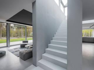 Pasillos, vestíbulos y escaleras modernos de TOPROJEKT Moderno