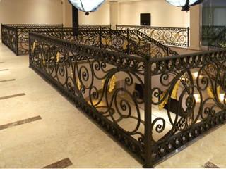 Private House in Abuja - Niger: Ingresso & Corridoio in stile  di Villi Zanini - Wrought Iron Art