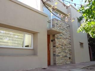 Casa G.M.:  de estilo  por Grupo CN