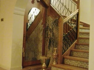 Classic style corridor, hallway and stairs by Cerames Classic
