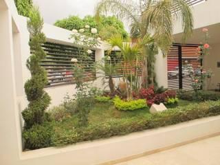 Jardin interior: Jardines de estilo moderno por ÖQ Arquitectos