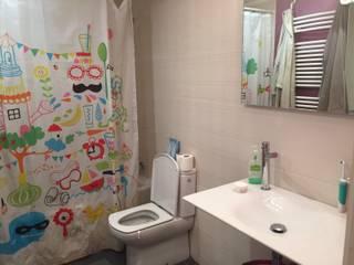 BATH BEFORE HOME STAGING:  de estilo  de HOME AND EMOTION