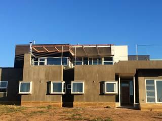 Casas Metal Casas de estilo mediterráneo Aglomerado