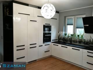 Kuchnia Neprin VII Czarny blat i uchwyty: styl , w kategorii Kuchnia zaprojektowany przez Producent Mebli Szaman