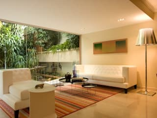 CASA MF: Salas / recibidores de estilo  por Complementos C.A.