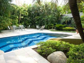 CASA MF: Piscinas de jardín de estilo  por Complementos C.A.