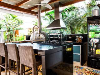 Terrazas de estilo  de VN Arquitetura, Tropical