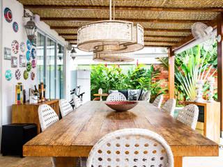 VN Arquitetura Balcone, Veranda & Terrazza in stile tropicale