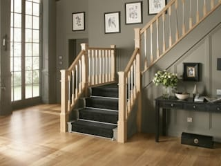 Classic Oak Staircase in Warwick Styling Stair World راهرو سبک کلاسیک، راهرو و پله خشب Wood effect