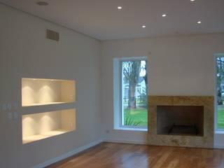 Casa M.V.:  de estilo  por Grupo CN