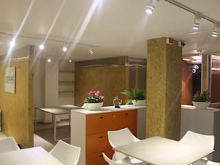 Offices & stores by IngeniARQ, Modern