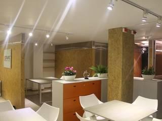 Oficinas y comercios de estilo moderno de IngeniARQ Moderno