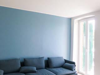 Appartamento al mare_Liguria: Soggiorno in stile  di Arch. Pierangela Crosti