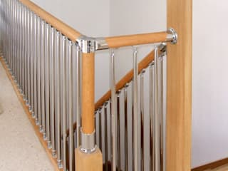 Fusion stair parts with oak and chrome parts Wonkee Donkee XL Joinery Couloir, entrée, escaliers modernes Bois