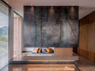 APTO-Echeverry: Salas de estilo  por Martínez Arquitectura