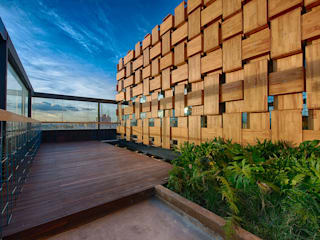 Martínez Arquitectura Minimalistischer Balkon, Veranda & Terrasse