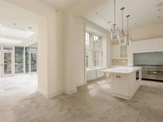 Contemporary White Shaker Kitchen:  Kitchen by Stange Kraft Ltd