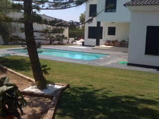 Construcción Vivienda unifamiliar con piscina Casas de estilo tropical de Reformas Goverland Sur S.L. Tropical