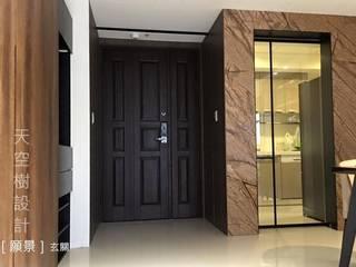 Modern corridor, hallway & stairs by designskytree Modern