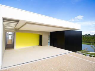 Modern garage/shed by guilherme faria arquiteto Modern