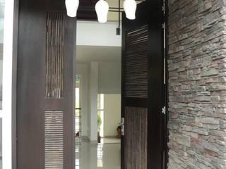 Vivienda Jimenez en Silvania Colombia Salones de estilo moderno de Arquitectos y Entorno S.A.S Moderno