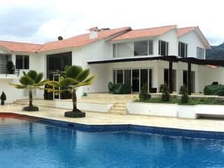 Vivienda Jimenez en Silvania Colombia Piscinas de estilo moderno de Arquitectos y Entorno S.A.S Moderno