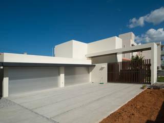 I邸: アイ・エイチ・エー設計が手掛けた家です。,モダン