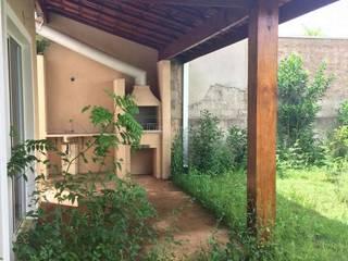 Vista do quintal antes da reforma:   por Duducirvidiu Arquitetura