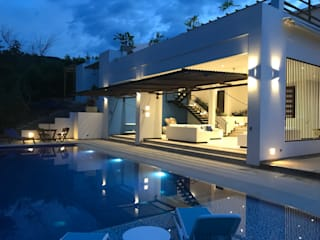 Modern pool by Arquitectos y Entorno S.A.S Modern