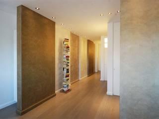 Modern Corridor, Hallway and Staircase by silvestri architettura Modern