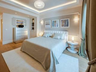 Villa Olivia, una residenza di lusso con vista mozzafiato sull'Egeo e spiaggia privata: Camera da letto in stile  di Studio D73