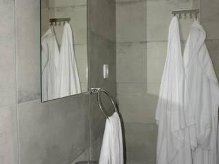 Construção de Casa de banho:   por Redializa - Construção e Reabilitação, Lda.