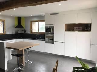 Remise à neuf d'une cuisine avec ajout d'un plan de travail par Groizeau, concepteur d'interieur