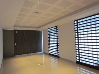 REMODELACIÓN OFICINAS DIAVAZ: Estudios y oficinas de estilo  por ACUBIKA