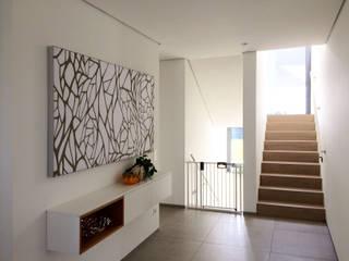 Schalldämmung für Privathaus mit Akustikbildern Moderner Flur, Diele & Treppenhaus von freiraum Akustik Modern