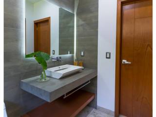 Excelencia en Diseño Modern style bathrooms