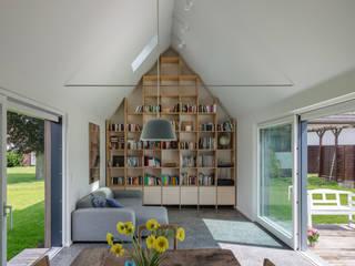 Scandinavian style living room by REICHWALDSCHULTZ Hamburg Scandinavian