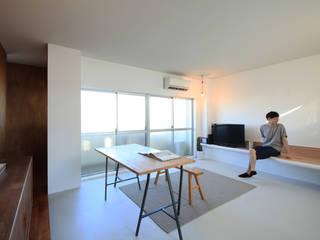 の ざ き 設 計 Salas de estilo minimalista