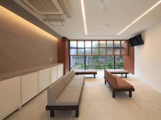 Cliniques de style  par の ざ き 設 計, Asiatique