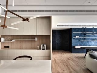 Moderne Esszimmer von 思維空間設計 Modern