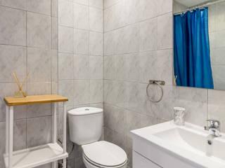 Salle de bain moderne par João Boullosa Moderne