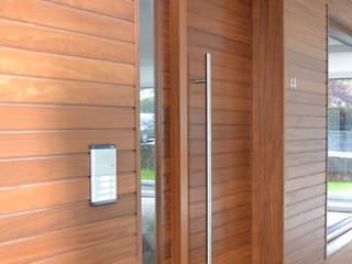 Puertas Itxi Complesso d'uffici in stile eclettico Legno massello Effetto legno