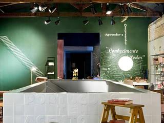 BIBLIOTECA CASA COR GOIÁS - ed. 2016 : Casas  por Cláudia Zuppani Arquitetura