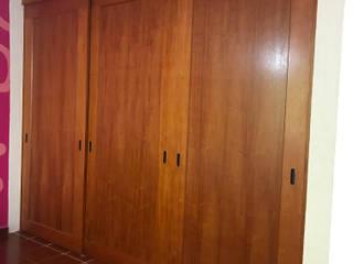 Closet en Caoba de INOVARDI Moderno