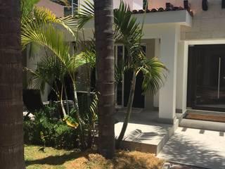 RESIDENCIA EN VENTA ESTILO MEXICANO CONTEMPORÁNEO EN CELAYA, GUANAJUATO. MEXICO $ 3`150,000.00: Casas de estilo  por Arq. Beatriz Gómez G.