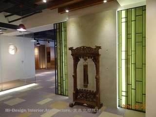 入口主牆:  牆面 by Hi+Design/Interior.Architecture. 寰邑空間設計