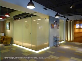 會議室外部:  牆面 by Hi+Design/Interior.Architecture. 寰邑空間設計