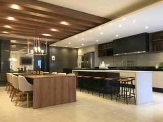 Armários de cozinha  por Jacqueline Fumagalli Arquitetura & Design