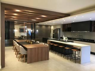Cozinhas  por Jacqueline Fumagalli Arquitetura & Design