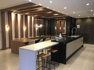 Nhà bếp theo Jacqueline Fumagalli Arquitetura & Design, Hiện đại